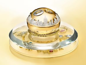 DKNY_Golden_Delicious_Million_Dollar_Fragrance_Bottle