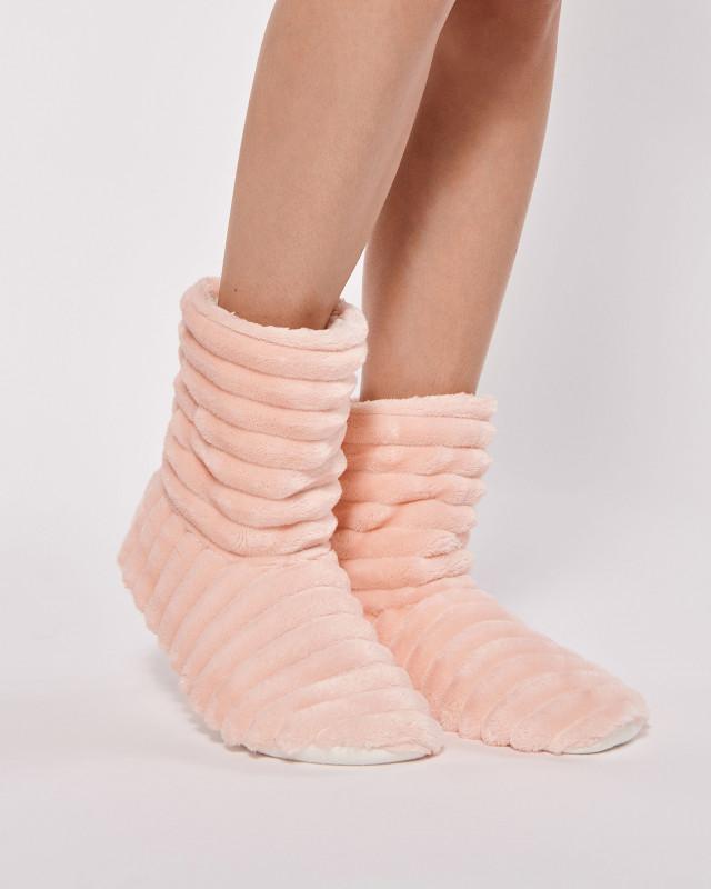 თბილი ფეხსაცმელი სახლისთვის